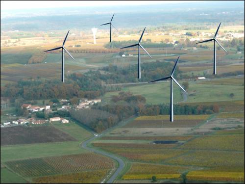 Figure 3 : Photomontage proposé par Vigiéole pour cinq éoliennes de 150 m de hauteur Source : Vigiéole, 2008